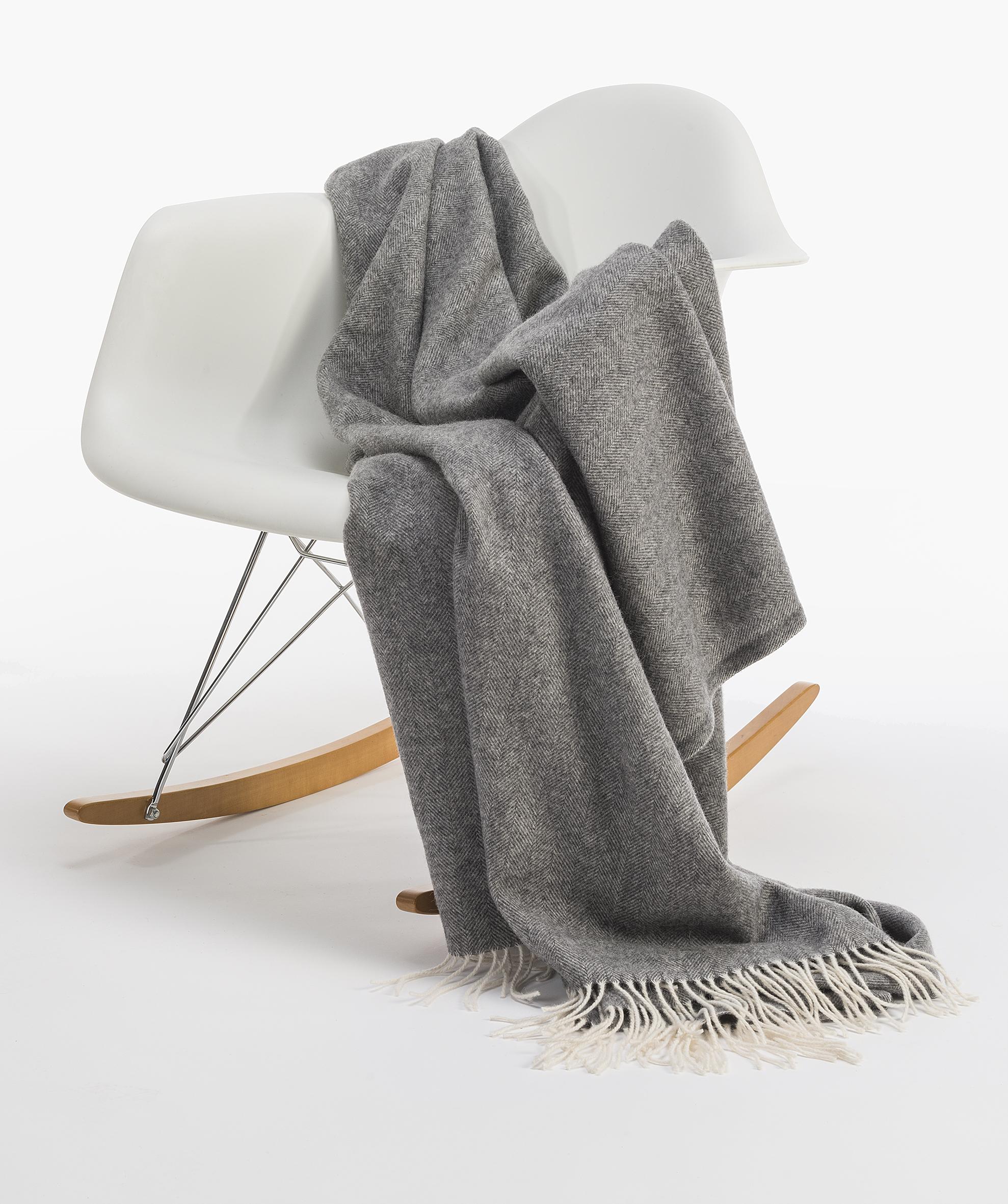 graue wolldecke affordable teilen sie ihre freude with graue wolldecke wolldecke ruana gelb. Black Bedroom Furniture Sets. Home Design Ideas